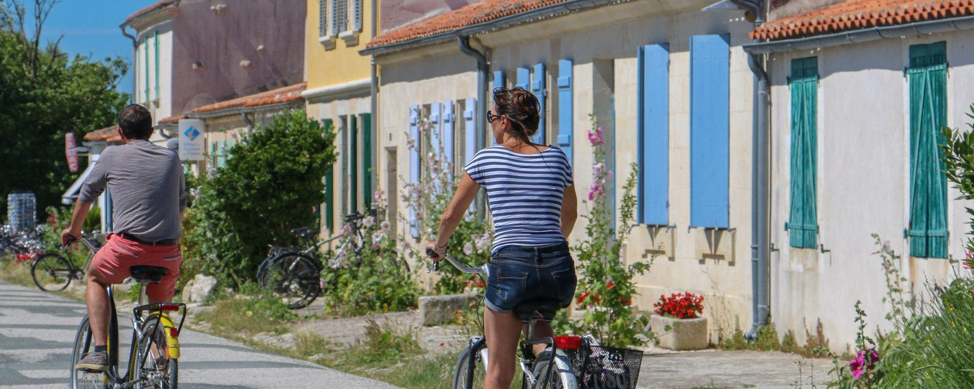 rochefort-ocean-ile-aix-village-velojulie-paulet1-aspect-ratio-2000-800